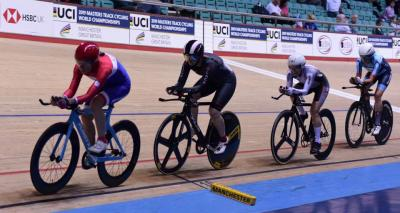 Paula on her way to silver in team pursuit at the 2019 Masters Track Cycling World Championships